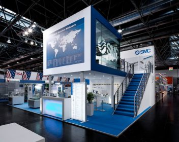 SMC zweistöckiger Markenauftritt von DIMAH aus Stuttgart