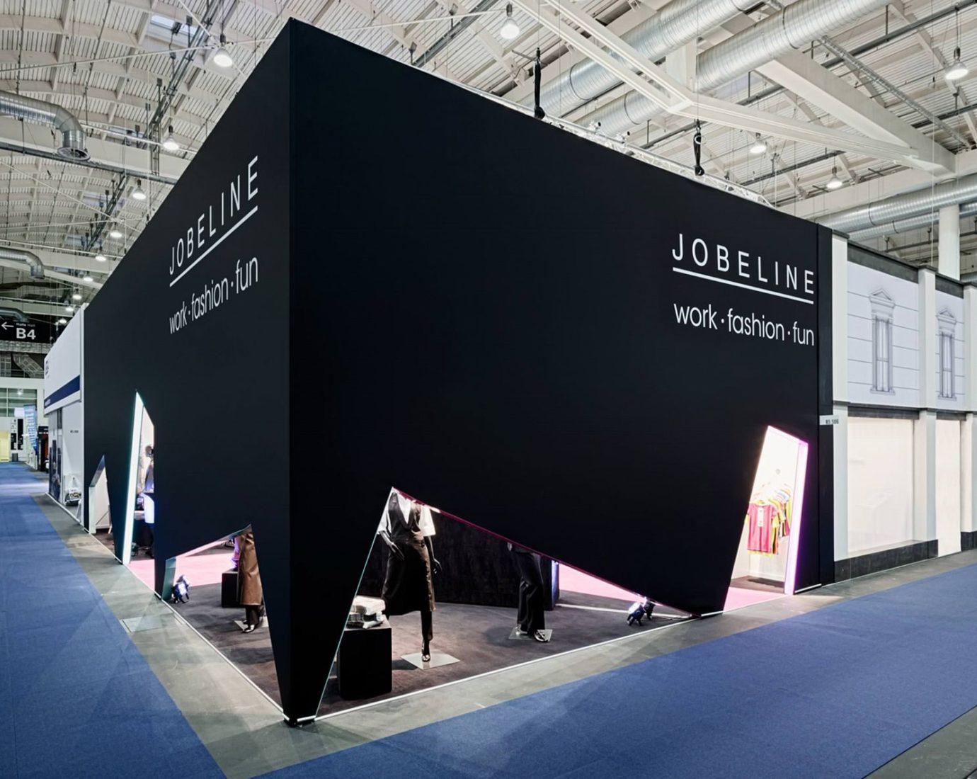 Messestand für Jobeline in schwarz mit besonderen Designelementen