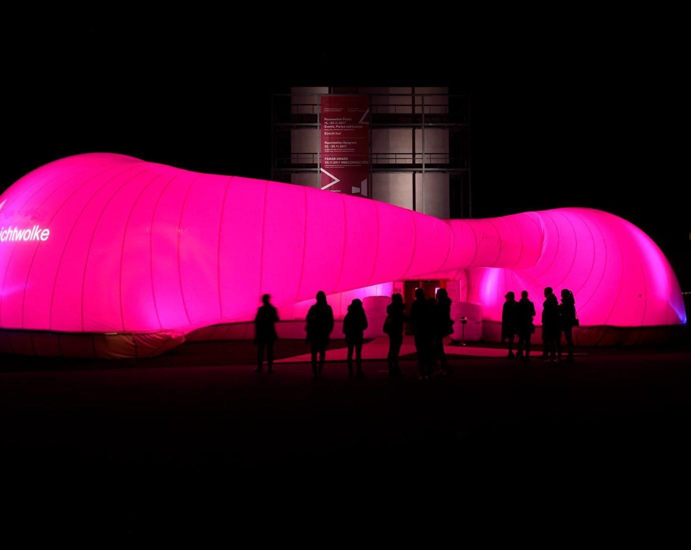 Trickfilm Festival mit DIMAH –leuchtend rote Gebäudeinszenierung